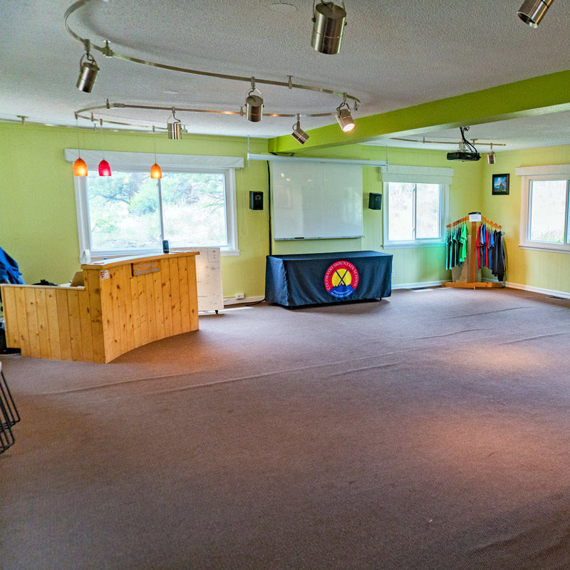 The classroom and meeting space at Estes Park Adventure Hostel.