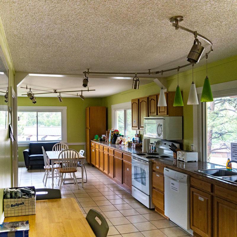 The kitchen at Estes Park Adventure Hostel.