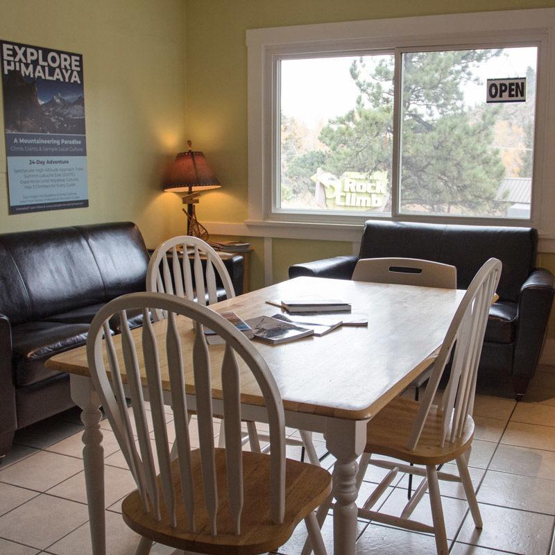 The lounge area at Estes Park Adventure Hostel